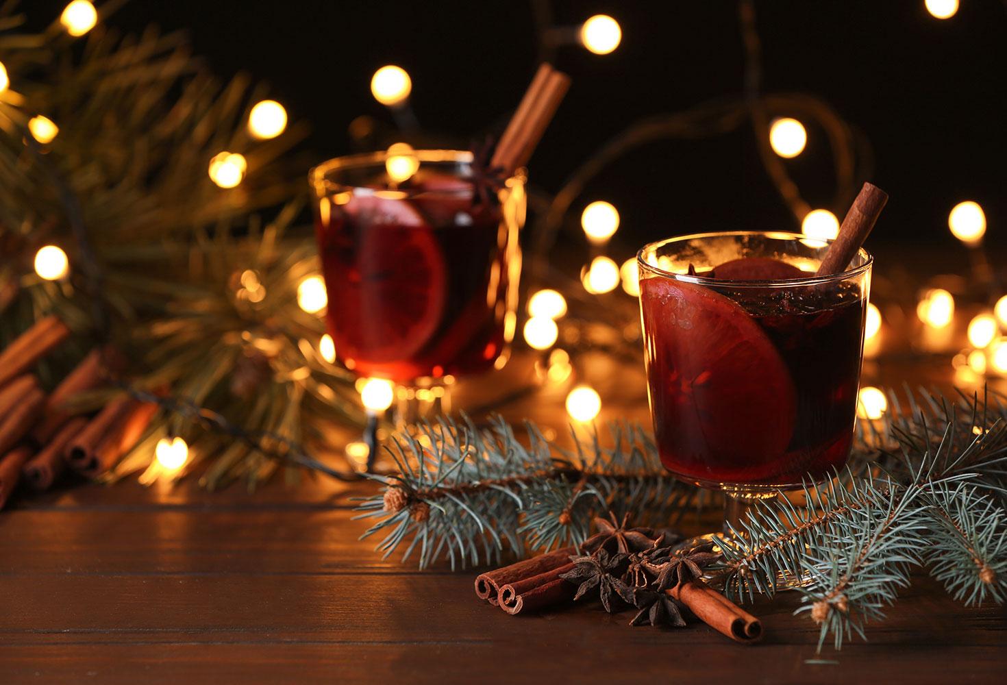 Glühwein und Weihnachtsdeko